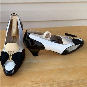 Rare Salvador Ferragamo Black/White gold bow Shoes
